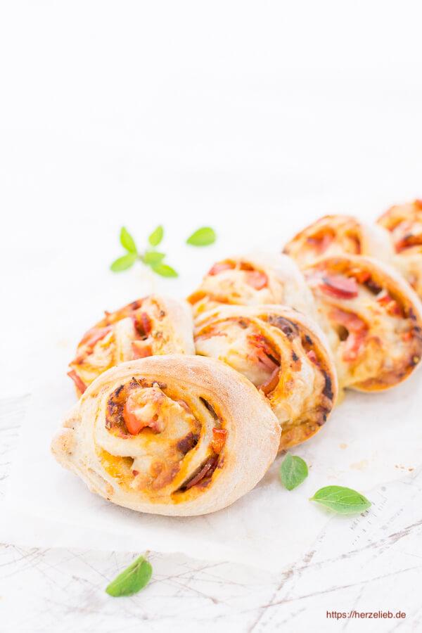 Pizzaschnecken-Brot – Rezept für einen Snack