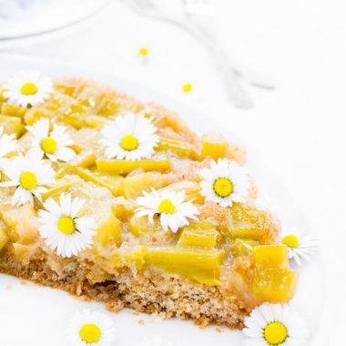 Rhabarberkuchen ohne Baiserhaube umgedreht gebacken Rezept