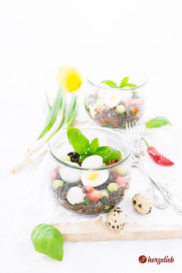 Belugalinsen-Salat mit Ei und Mozzarella