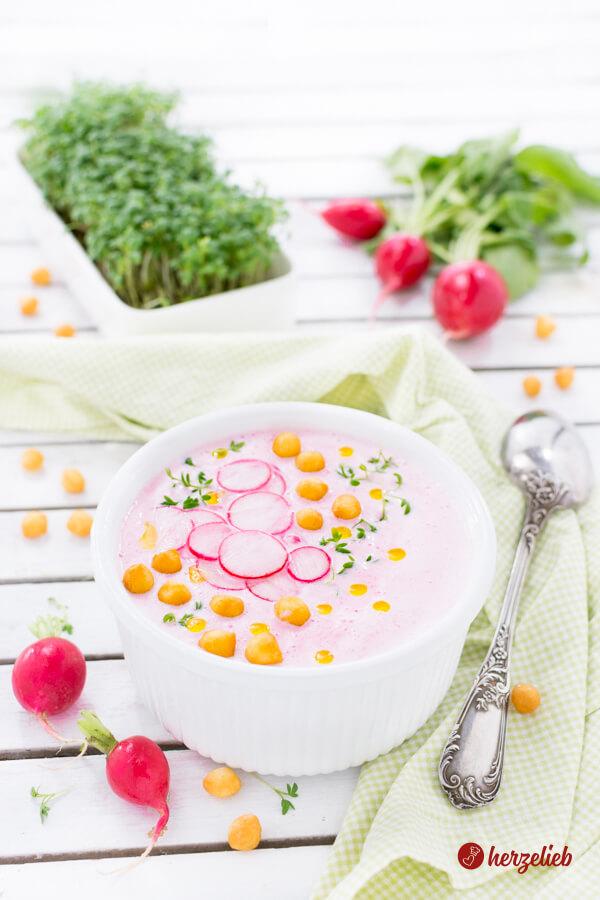 Radieschensuppe Rezept – kalte Sommersuppe mit Joghurt