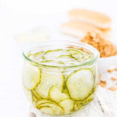 Dänischer Gurkensalat oder Agurker Salat aus Dänemark im Glas -