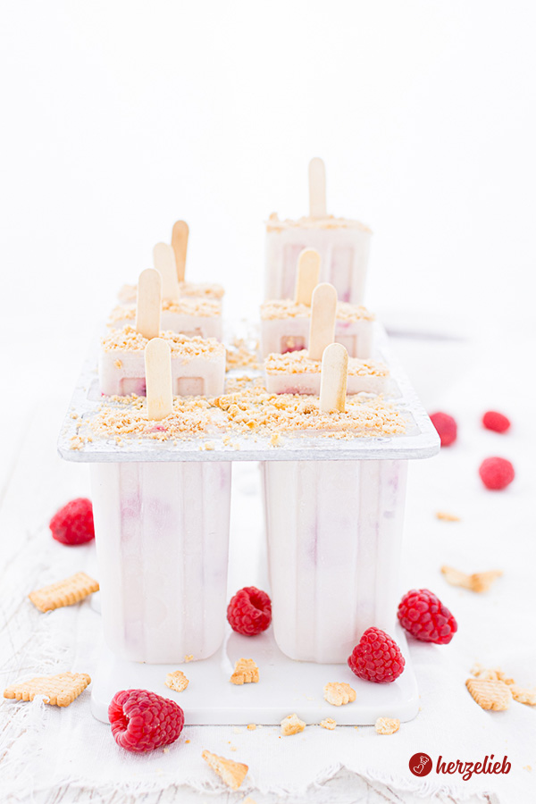 Käsekuchen Eis mit Himbeeren – tolles Sommer Rezept!