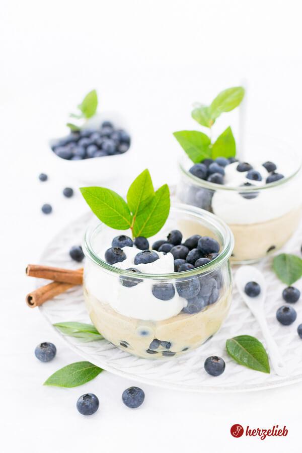 Schwedische Zimtcreme mit Blaubeeren – Schwedisches Dessert