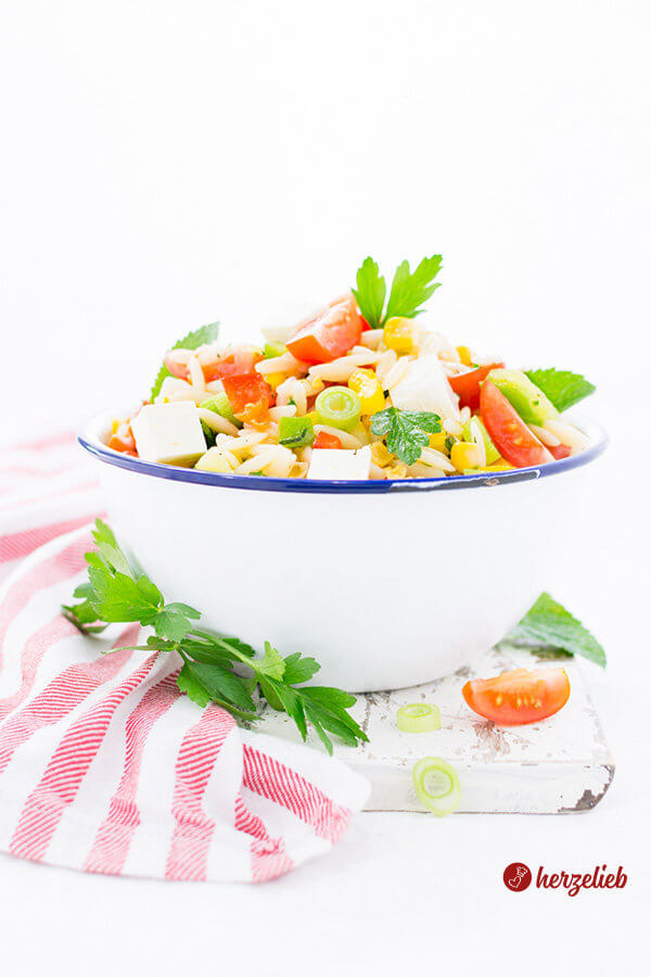Kritharaki Salat Schüssel