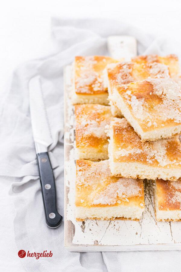 Zuckerkuchen vom Blech wie von Oma aufgeschnitten