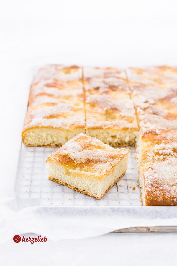 Zuckerkuchen Rezept – Omas Klassiker vom Blech!