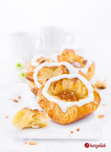 Spandauer mit Vanillecreme und Aprikosenmarmelade Rezept