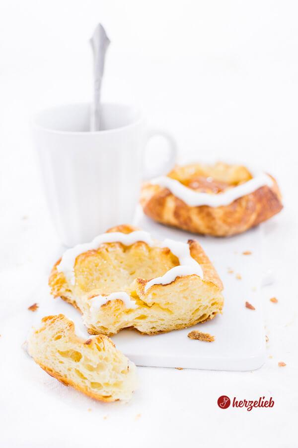 Spandauer, gefüllt mit Marzipan, Marmelade oder Vanillecreme