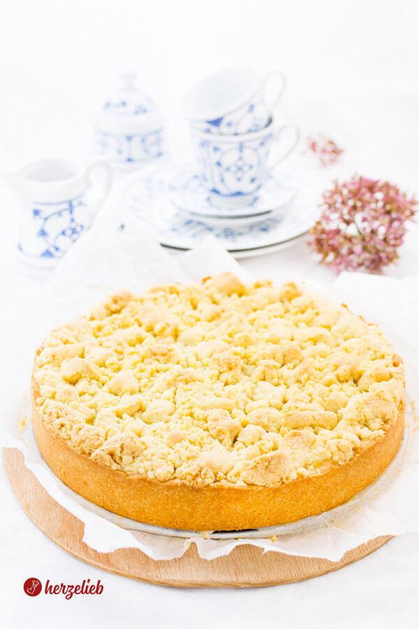 Streuselkuchen mit Pudding gefüllt und mit ganz viel Butterstreuseln
