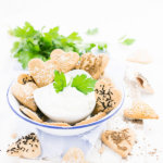 Dänische Vollkorm-Brotkekse bestreut mit Kümmel, Salz, Schwarzkümmel, Sesam und mehr