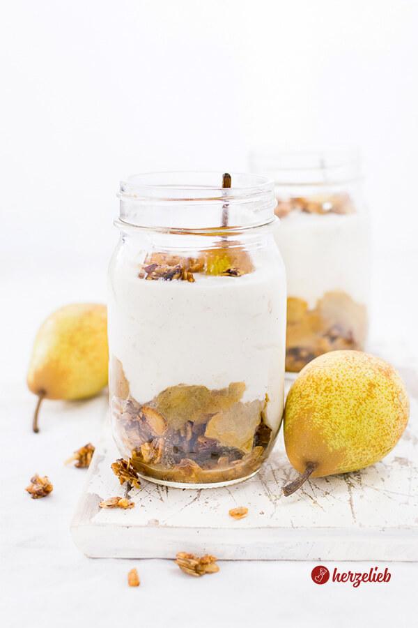 Birnen Dessert – Rezept mit Kardamom und Zimtknusper