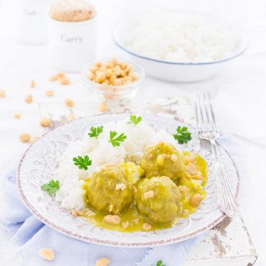 Boller i karry, Fleischklöße in Currysoße