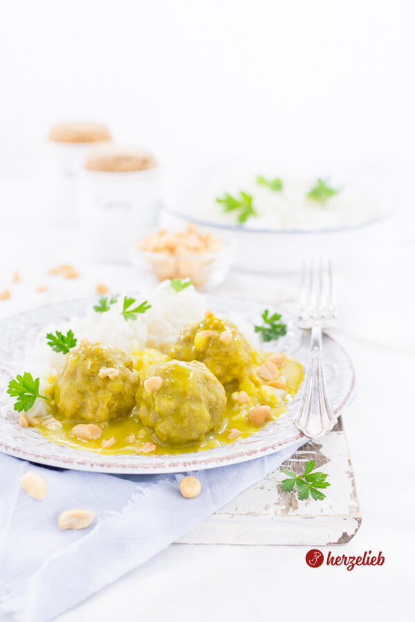 Boller i karry - Fleischbällchen in Curry mit Reis