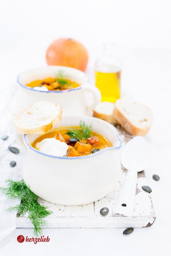 Kürbissuppe Rezept mit Kürbiskernen , Meerrettich und Dill