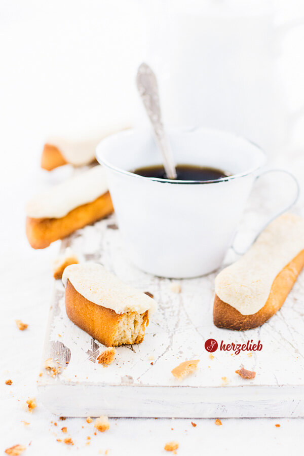 Kaffebrød Rezept aus Dänemark – doppelt gebackenes Brot mit Marzipanhaube