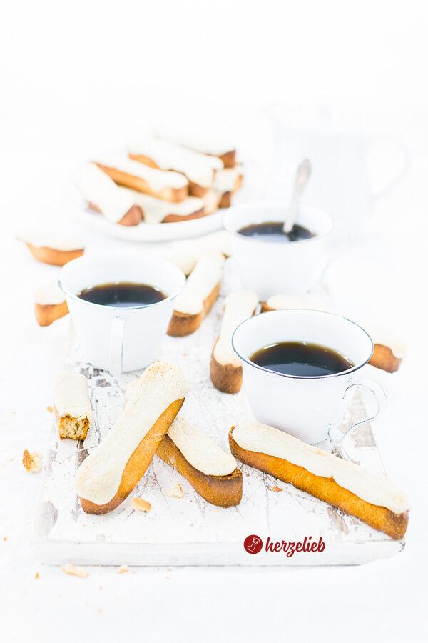 Dänische Kaffebrød - Kuchen oder Brot mit Marzipan zum Kaffee