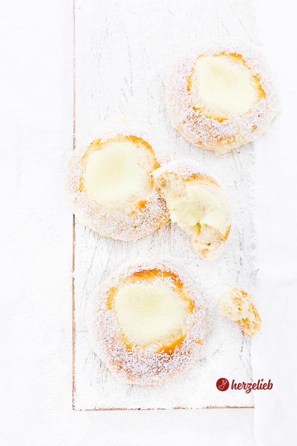 Norwegische Skoleboller von herzelieb mit Kokosflocken und Puddingfüllung
