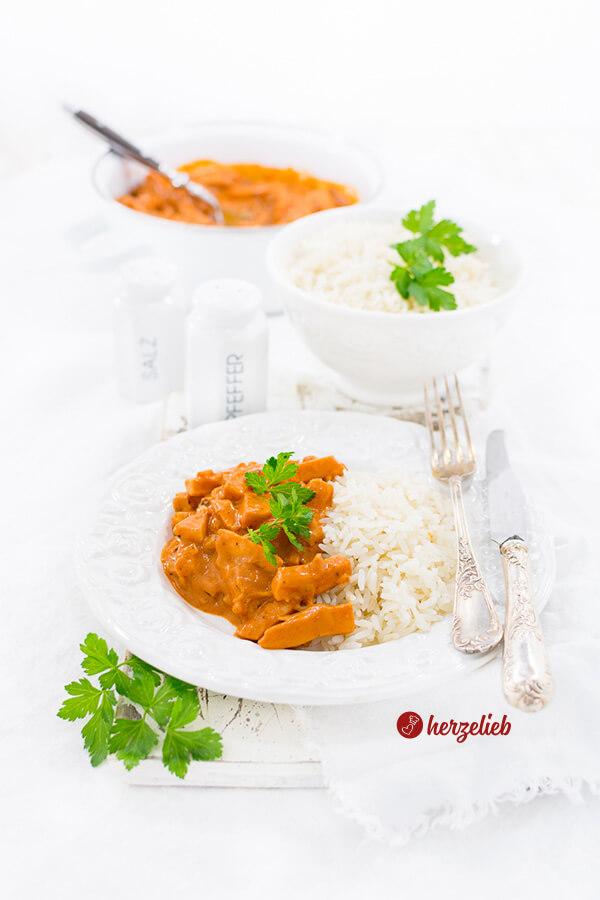 Korv Stroganoff mit Reis Hausmannskost aus Schweden