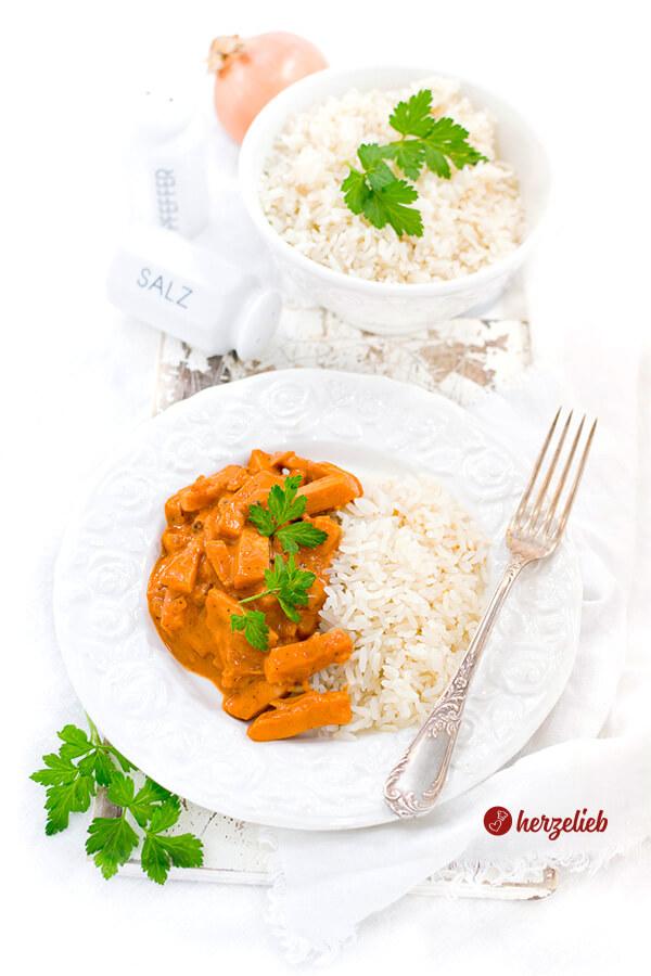 Korv Stroganoff aus Schweden mit Reis