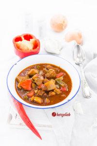 Schaschliktopf mit Paprika, Zwiebel, Speck , Chili und mehr