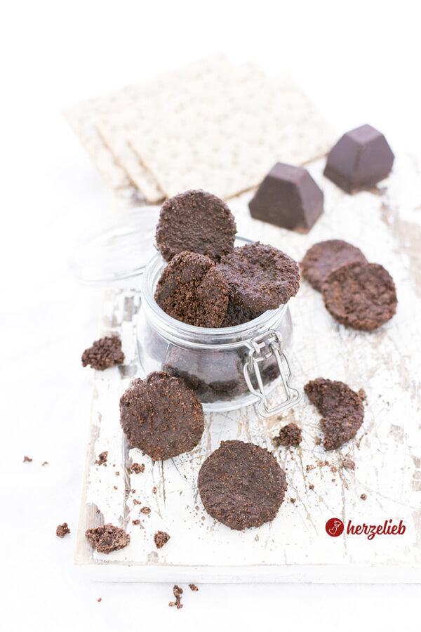 Knuspertaler aus Schokolade und Knäckebrot
