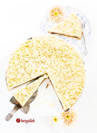 Friesischer Käsekuchen von herzelieb mit Pflaumenmus, Vanillepudding und Butterstreusel