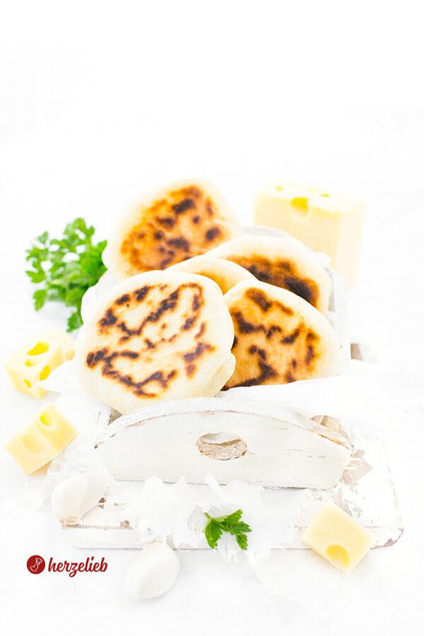 Pfannenbrote gefüllt mit Käse von herzelieb