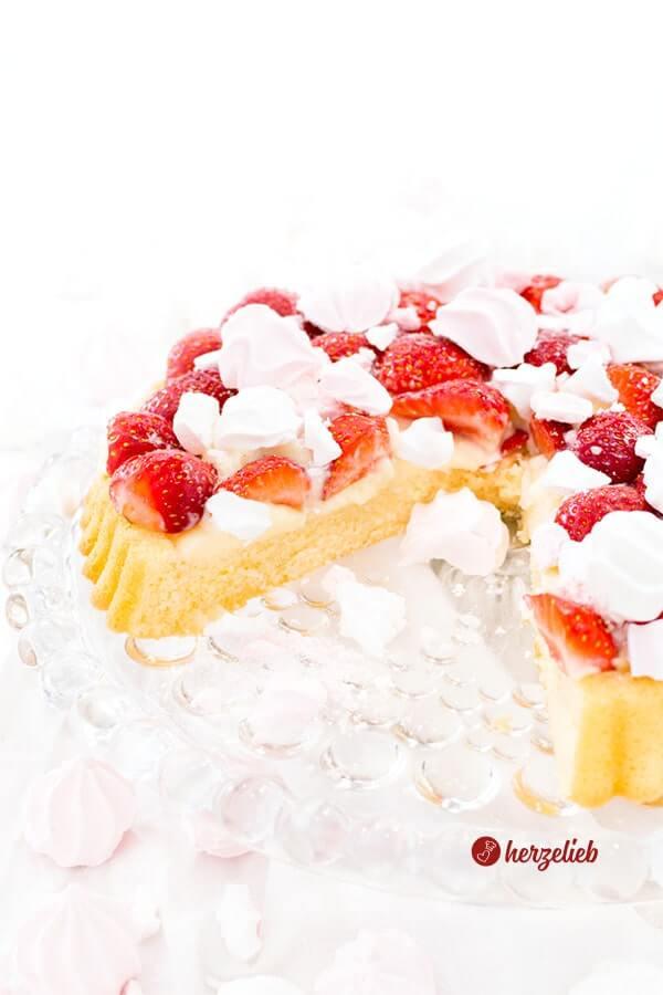 Erdbeerkuchen - Obstboden mit Vanillepudding und Erdbeeren