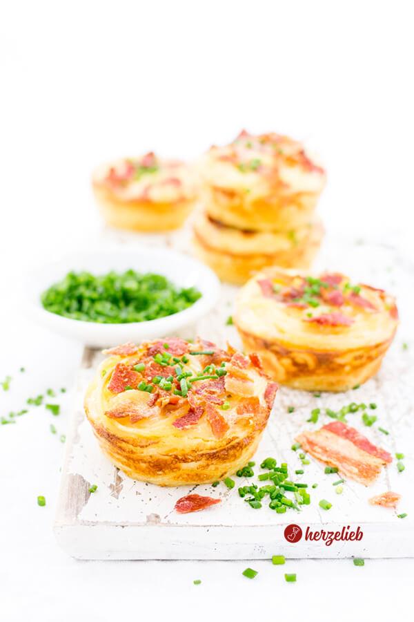 Spaghetti Carbonara Muffins als Fingefood mit Schnittlauch