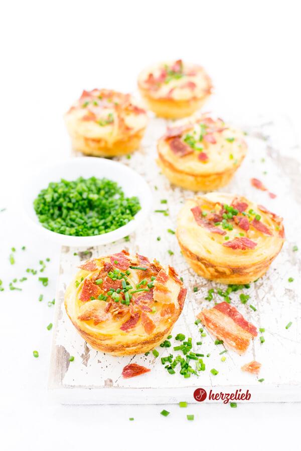 Spaghetti Carbonara Muffins mit Schnittlauch und Bacon