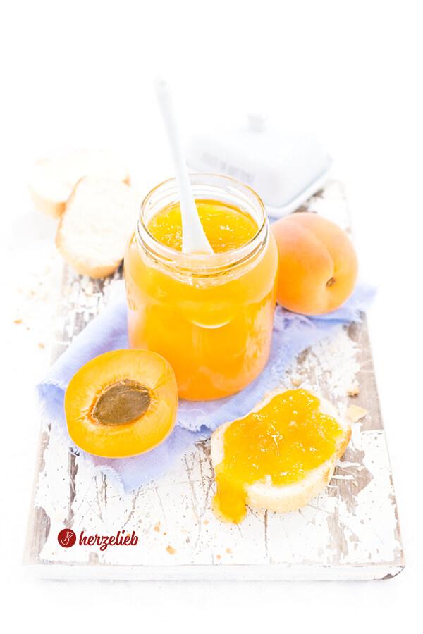 Aprikosenmarmelade – das beste Rezept für den Aufstrich von herzelieb