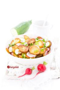 Bratkartoffelsalat mit Gurke und Radieschen