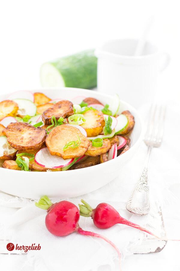 Bratkartoffelsalat Rezept – Salat zum Mittagessen oder Abendbrot.