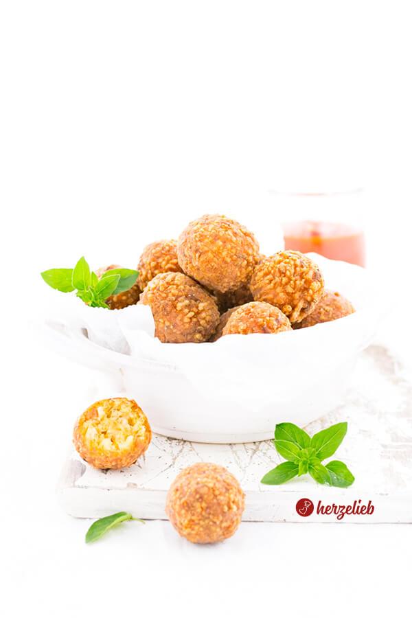 würzige Käsebällchen Fingerfood mit Oregano und Paprika