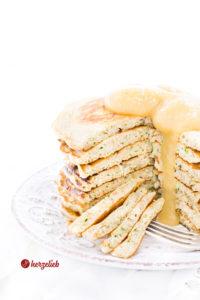 Zucchinipfannkuchen selber machen mit Apfelmus