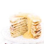 Zucchinipfannkuchen gesapelt mit Apfelmus