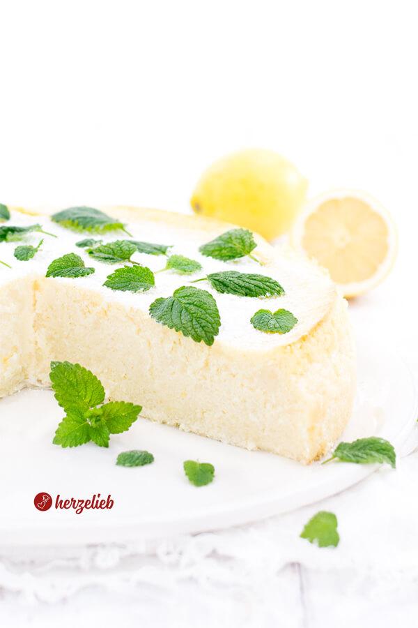 Grießbreikuchen mit Zitrone und Zitronenmelisse, Buttermilch, Joghurt und ohne Mehl