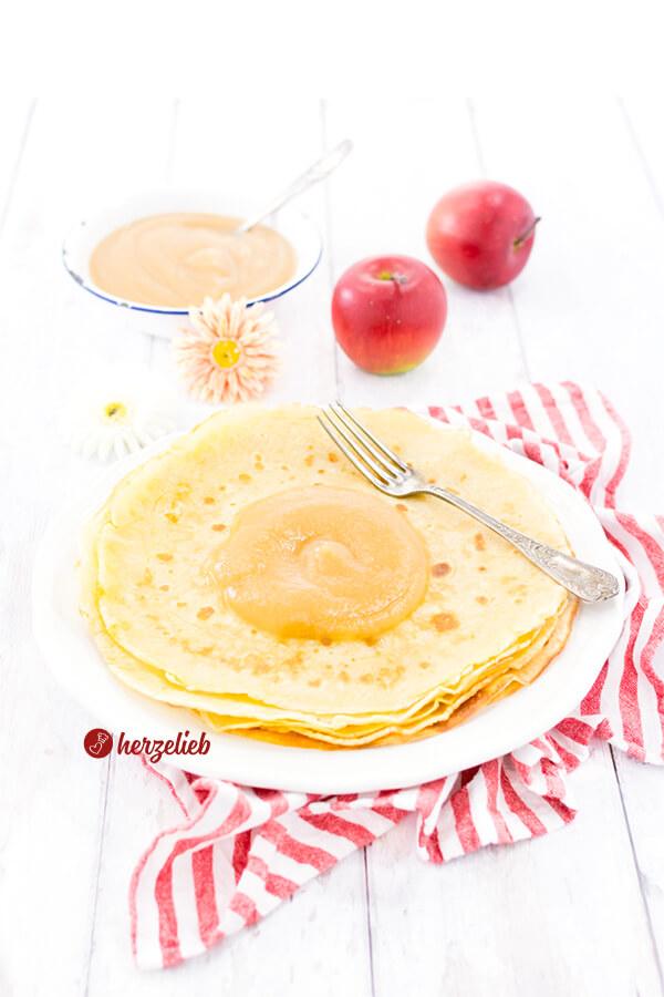 Pfannkuchen ganz einfach mit Apfelmus wie von Oma