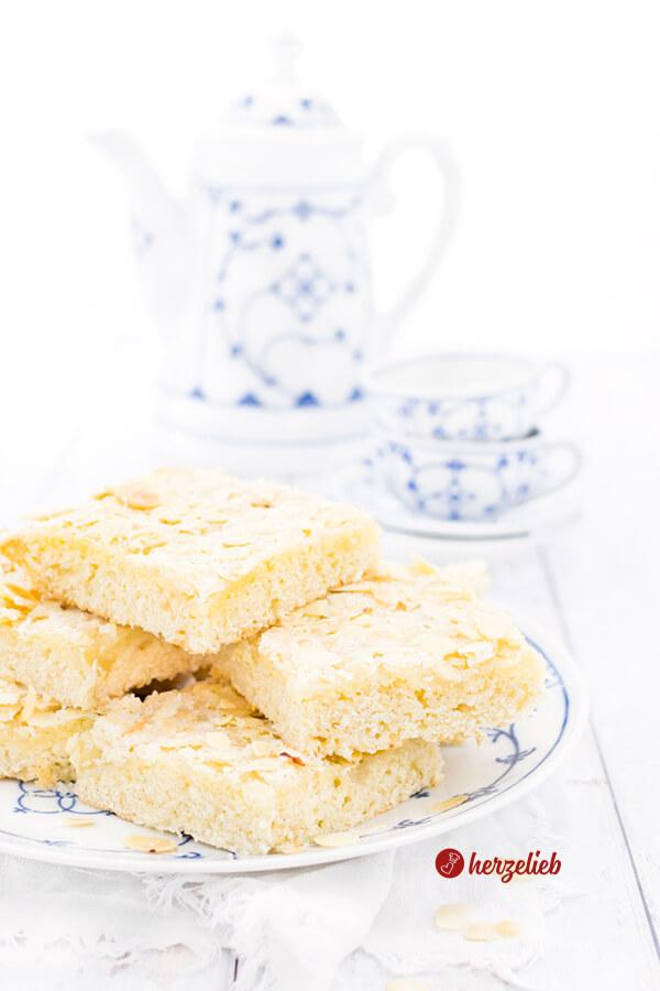 Blech-Butterkuchen - Butterkuchen vom Blech ohne Hefe. Blech-Butterkuchen mit Quark-Öl-Teig saftig & schnell. Butterkuchen Rezepte kann man nicht genug haben!