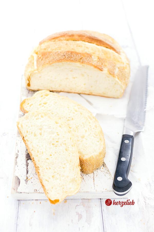 Dänisches Franskbrød aus dem Topf von herzelieb. Rezept mit weißem Mohn. Ein einfaches Weißbrot aus Dänemark, dass jeder kennt und liebt. Einfach & lecker. Brot im Topf gebacken