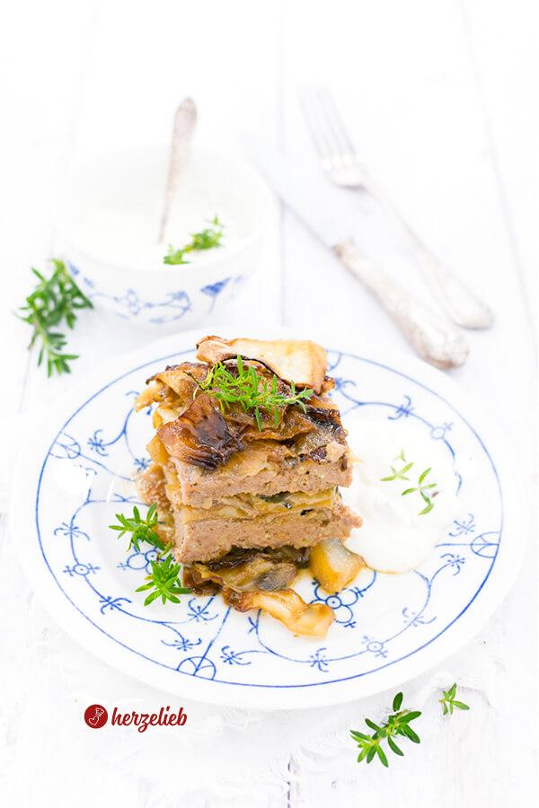 Nordische Lasagne ist Hackfleisch und Kohl in einer Auflaufform geschichtet und im Ofen gegart. Tolles Kohl-Lasagne Rezept - Hausmannkost von herzelieb