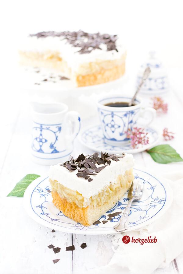 Die schwedische Apfeltorte ist ganz einfach zu backen! Apfelkuchen saftig ud superlecker für jede Kaffeetafel geeignet! Supersaftig & lecker