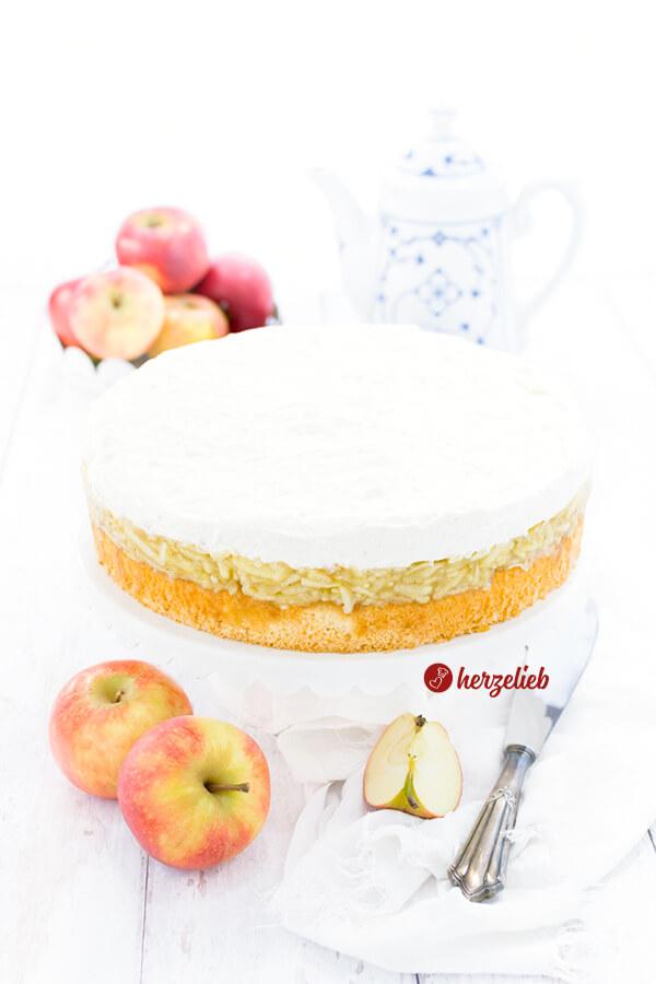 Schwedische Apfeltorte von herzelieb - saftiger Apfelkuchen mit Sahne