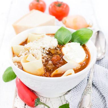 Lasagnesuppe mit Parmesan und Creme Fraiche Rezept von herzelieb