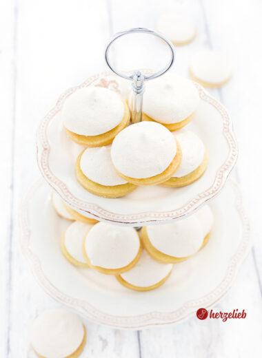 Ingenting Kekse aus Dänemark auf einer Etagere