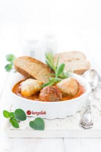 Hackbällchen Toskana mit Mozzarella überbacken.