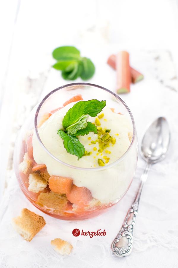 Rhabarber Nachtisch Rezept von herzelieb Rhabarberträumchen Dessert
