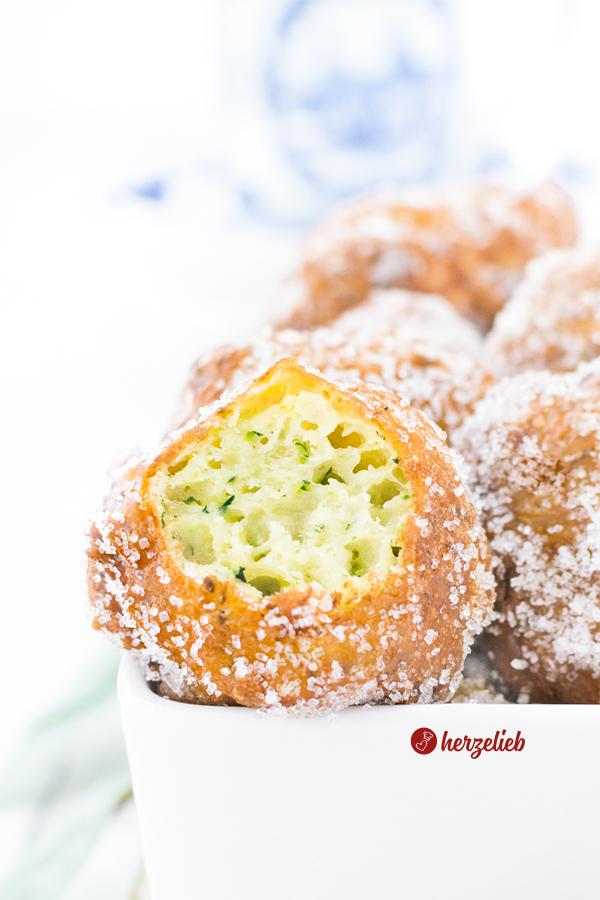 Süße Zucchini Berliner fritiert von herzelieb