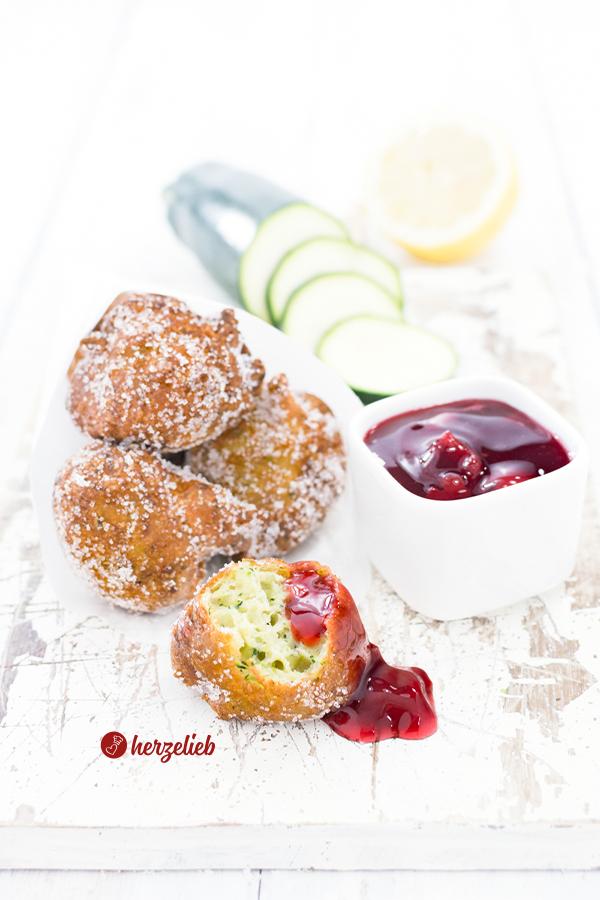 Süße Zucchini Berliner von herzelieb