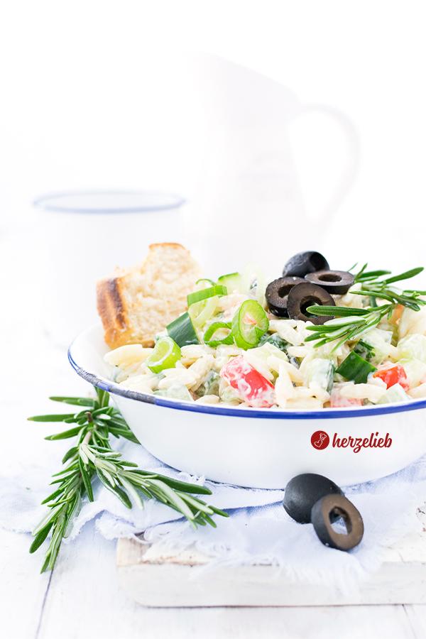 Rezept Griechischer Nudelsalat - mediterraner Nudelsalat von herzelieb